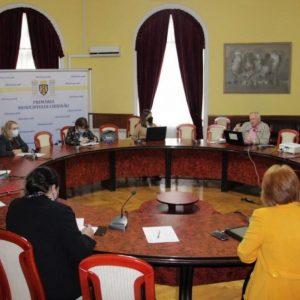 Autoritățile municipale sunt preocupate de problema colectării de bani în instituțiile de învățământ